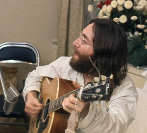 John Lennon rehearses Give Peace A Chance by Roy Kerwood (CC)