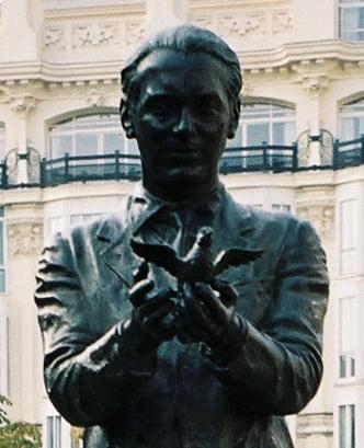 Monumento a García Lorca en la plaza Santa Ana de Madrid