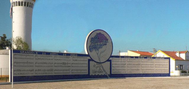 Mural en Grândola con la partitura de ''Grândola, Vila Morena''